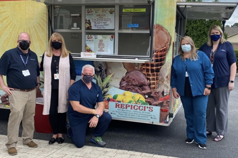 Hospice of Chattanooga employees providing ice cream for the Hixson team